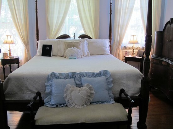 Eva's Escape at the Gardenia Inn: Blue bonnet room