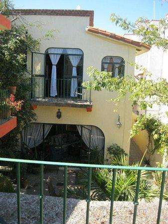 Casa Tuscany Inn : Casa Tuscany courtyard