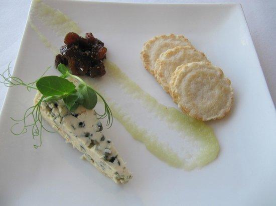 Martin Bosley's Yacht Club Restaurant: cheese platter