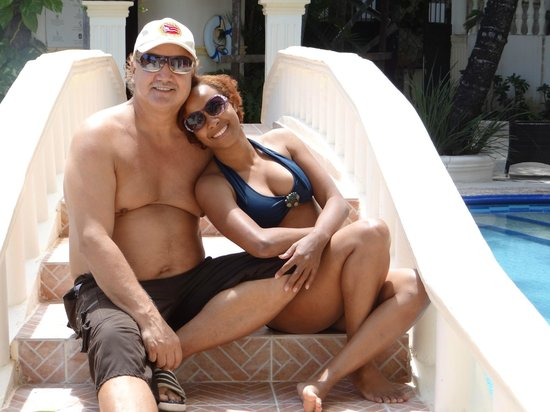 The MT Hotel : enjoying the pool with my beautiful wife