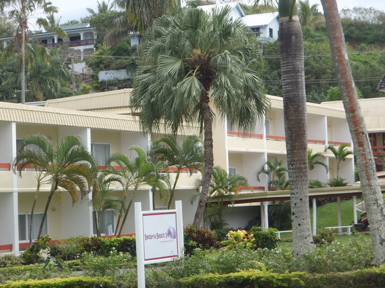 Bedarra Beach Inn: entry into hotel