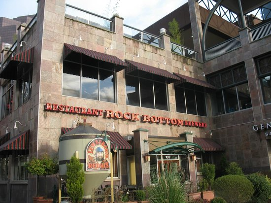 Rock Bottom Brewery: Entrance