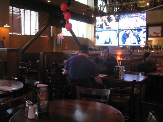 Rock Bottom Brewery: Sports bar