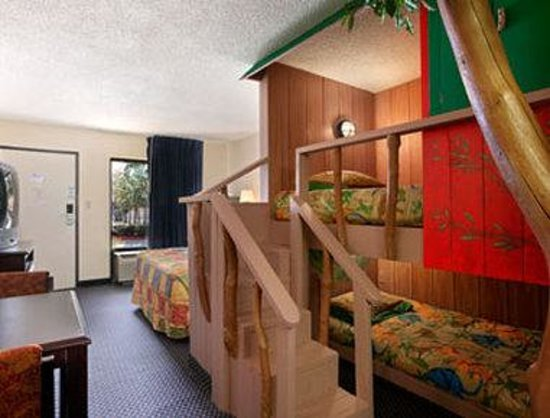 Howard Johnson Enchanted Land Hotel Kissimmee FL : Kids Room Tree House