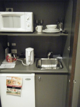 Adina Apartment Hotel Sydney, Central: very little kitchenette(?)