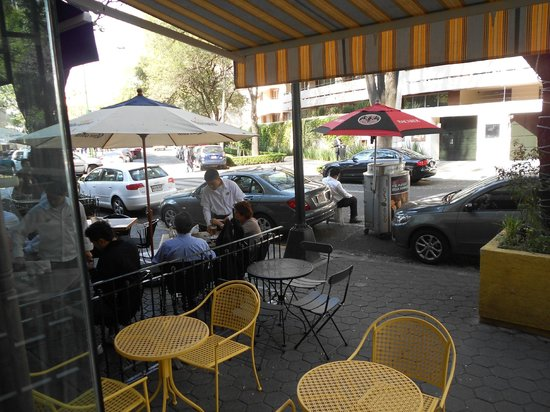 Caffe Biscottino : Outdoor seating under yellow striped awning