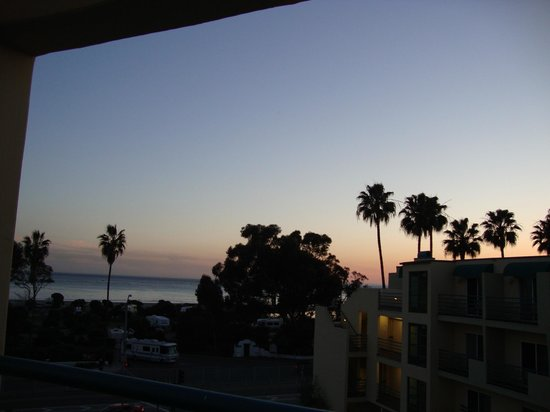 DoubleTree Suites by Hilton Doheny Beach - Dana Point: veiw from rooftop lounge at sunset