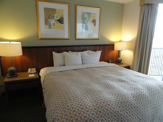 Embassy Suites by Hilton Philadelphia - Center City: Comfy bed and a view of Logan Circle - just like the dining area view