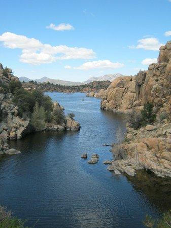 Prescott Peavine National Recreation Trail: Watson Lake amongst the rocks
