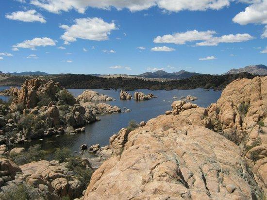 Prescott Peavine National Recreation Trail: Watson Lake amongst the rocks - beautiful!