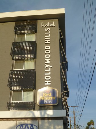 Best Western Plus Hollywood Hills Hotel: Exterior of hotel