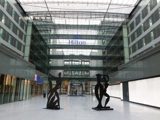 Hilton Frankfurt Airport Hotel: ホテル外観