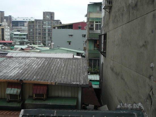 City Hotel: 3階の部屋からの眺めです。