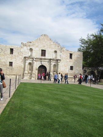 San Antonio Walks & Drives: The Alamo