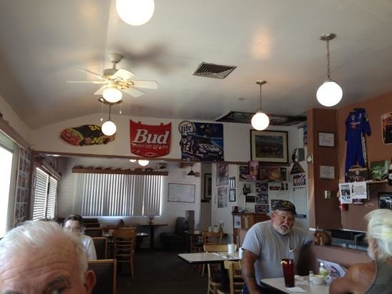 Cindy Lous: old diner decor.