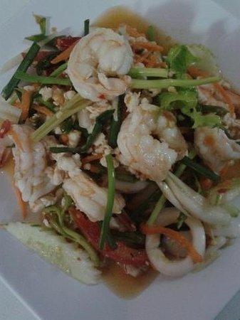 M Sports Bar and Restaurant: Shrimp salad