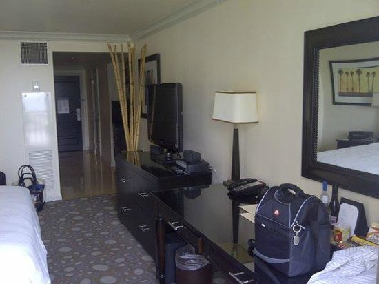 The Atlantic Hotel & Spa: LCD TV, Bose, Desk