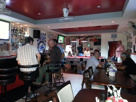 M Sports Bar and Restaurant: Footie night
