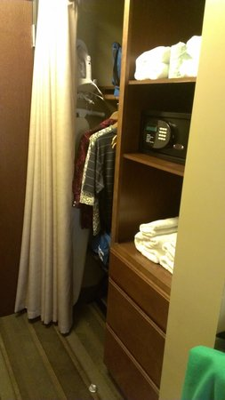 The East Avenue Inn & Suites: Closet space
