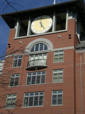 Rockville Town Square: Clock at the Rockville Town Center