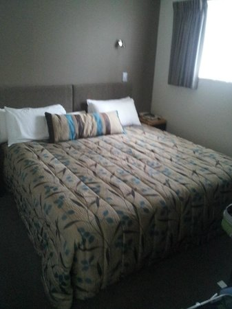 FYFFE on Riccarton Motor Lodge: King bed
