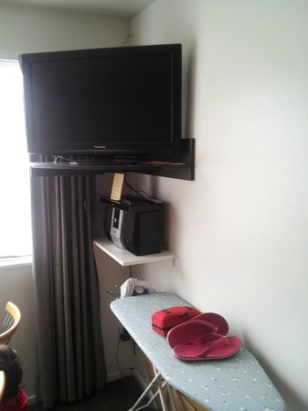 FYFFE on Riccarton Motor Lodge: TV and bluray player in lounge