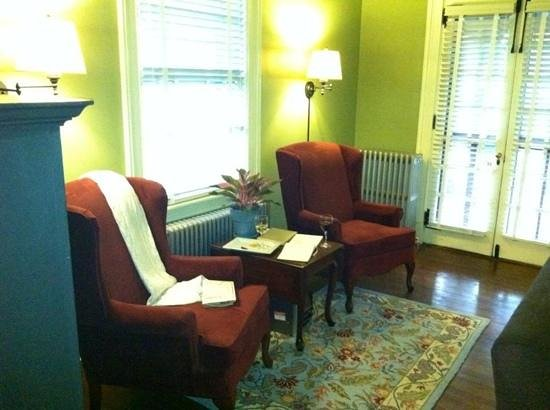 The Lancaster Bed and Breakfast : sitting area downstairs