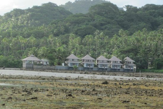 Koro Sun Resort and Rainforest Spa: These are the water front during low tide~