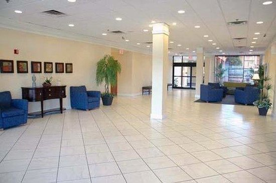 Quality Hotel Conference Center: Lobby