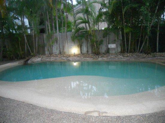 นูซ่า เอ้าท์ทริกเกอร์ บีช รีสอร์ท: Pool
