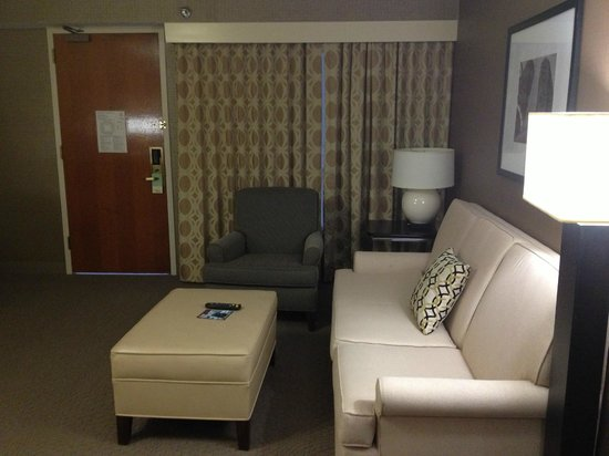 Sheraton Chicago O'Hare Hotel : Living Room/Room 918