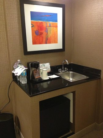 Sheraton Chicago O'Hare Hotel : Wet Bar/Room 918