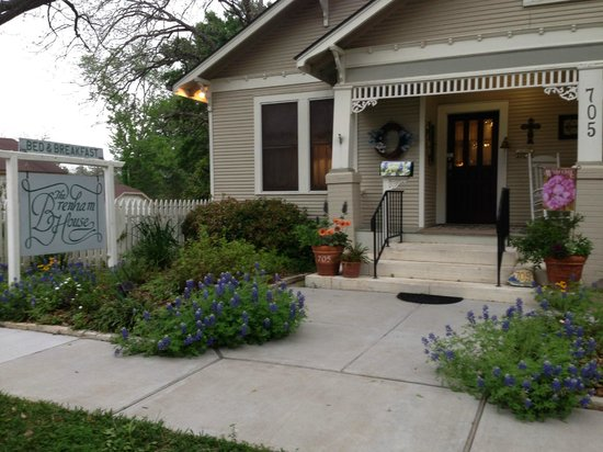 Brenham House Bed and Breakfast: Charming & well maintained