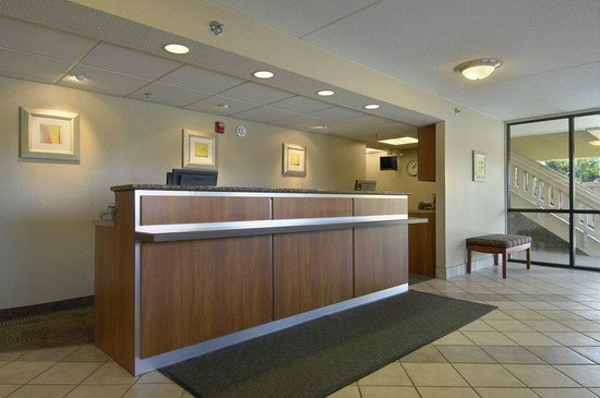 Red Roof Inn Cincinnati - Sharonville: Lobby