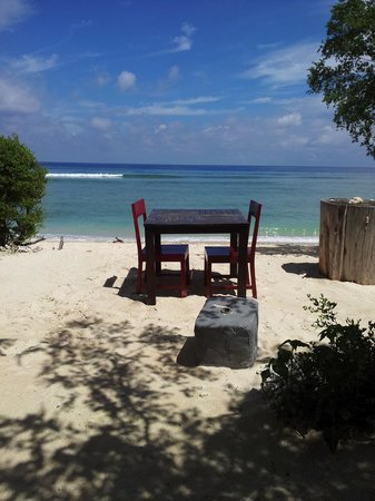 Bale Sampan Bungalows: A stop around the island