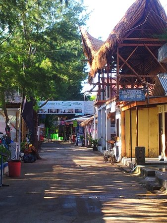 Bale Sampan Bungalows: Main street on Gili Trawangan