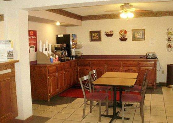 Econo Lodge Fayetteville: breakfast area