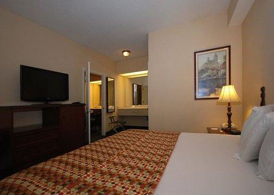 Quality Inn Goldsboro: guest room