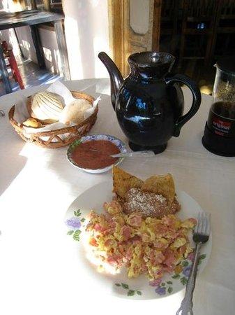 J.M. Butterfly B&B: Great breakfast