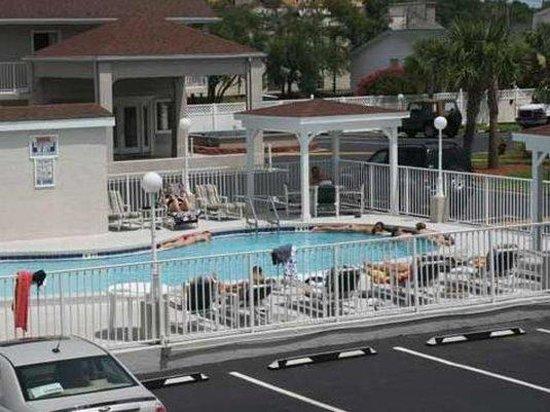 Destin Inn & Suites: Pool