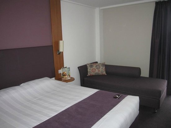 Premier Inn London Kensington (Earl's Court) Hotel: The room