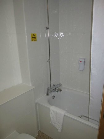 Premier Inn London Kensington (Earl's Court) Hotel: The shower