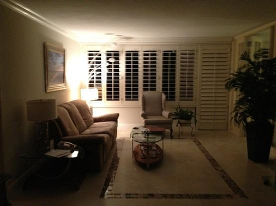 The Alexander All-Suite Oceanfront Resort: living room