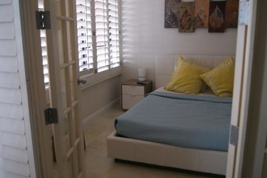 The Alexander All-Suite Oceanfront Resort: one of bedrooms