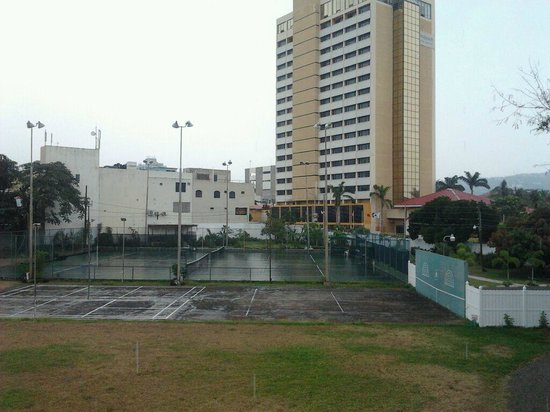 Liguanea Club : Rainy view from balcony, you can see the basketball court and Wyndham