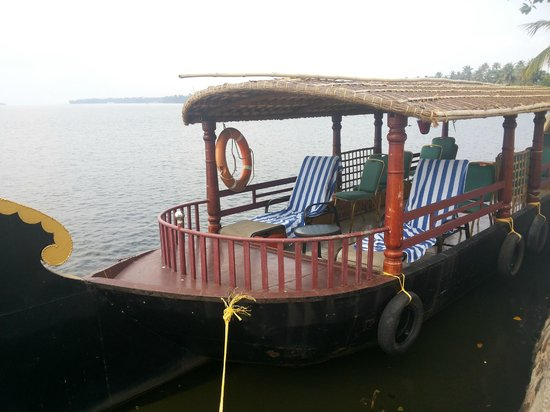 The World Backwaters: Shikaara for Backwaters ride....provided by hotel