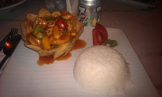 Japengo : Chinese chicken caju, the bowel is made of fried potatos