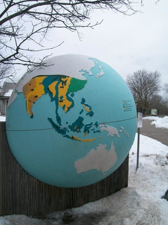 Toronto Zoo : A globe showing the Asian continent