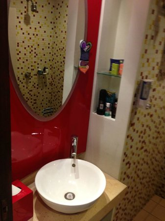 All Seasons Legian Bali: Bathroom