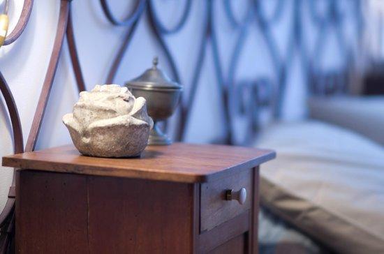 Domaine saint Dominique : La chambre bleue - détail -